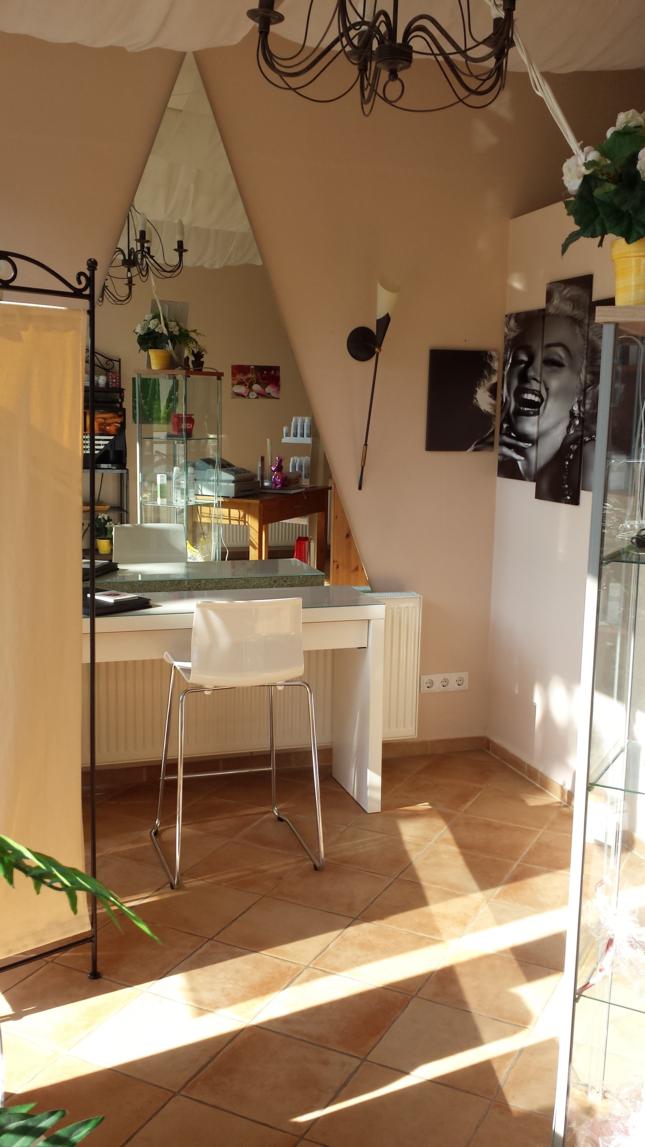 hamburg kosmetikstudios und friseure good looks. Black Bedroom Furniture Sets. Home Design Ideas