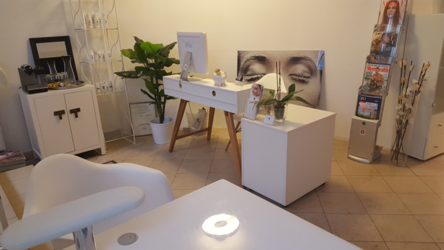 Handpflege bei VITADERMA Berlin in Berlin