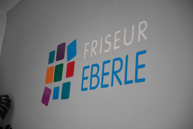 Heiße Schere bei Friseur Eberle in Heidelberg, Baden-Württemberg